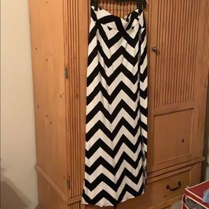 a.n.a Skirts - Black/white chevron skirt